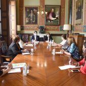 La consejera de Bienestar Social se ha reunido en la Diputación de Ciudad Real con la Federación Regional de Alzheimer