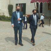 El secretario de estado de Turismo, Fernando Valdés, y el conseller de Modelo Económico, Turismo y Trabajo, Iago Negueruela, antes de la reunión.