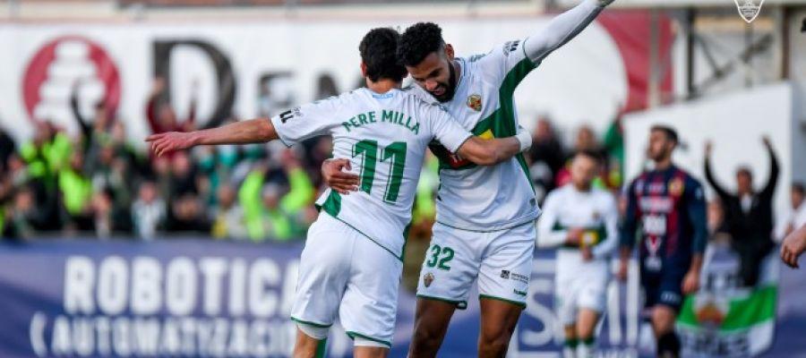 Mourad celebra uno de los goles que marcó en la Copa del Rey ante el Yeclano Deportivo.