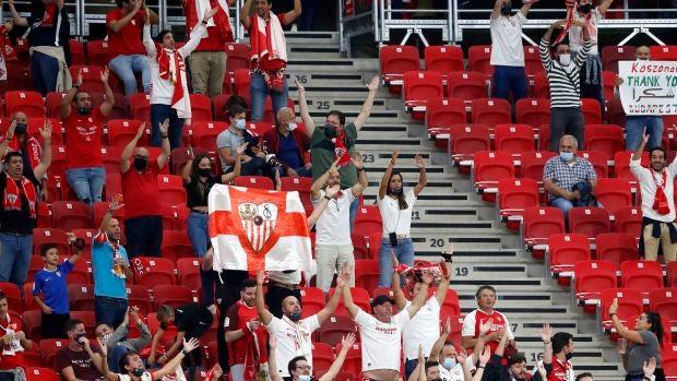 """Ismael, aficionado del Sevilla que ha presenciado la Supercopa en el Puskas Arena: """"Las medidas me han sorprendido para bien"""""""