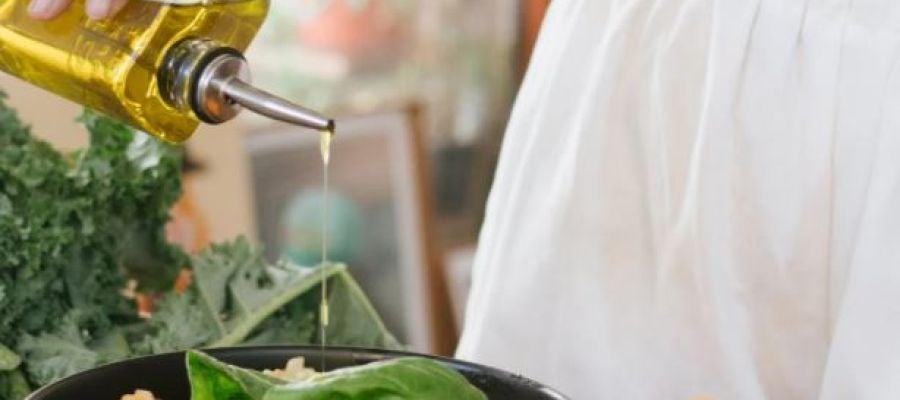 El aceite de oliva virgen enriquecido con sus propios antioxidantes previene la acumulación de colesterol