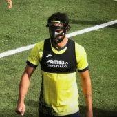 Raúl Albiol con la máscara protectora