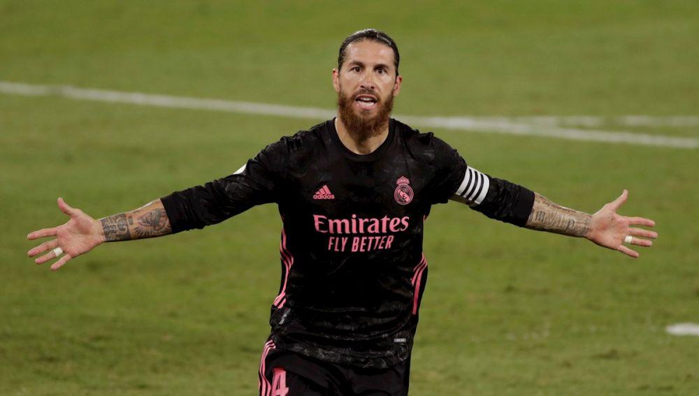 Sergio Ramos celebra su gol ante el Betis