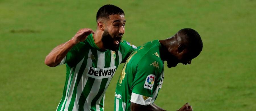 Fekir y William Carvalho celebran un gol del Betis.