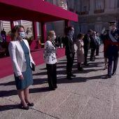 Así ha sido el saludo del Rey a las autoridades el el acto de la Fiesta Nacional