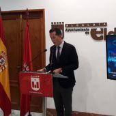 Rubén Alfaro, alcalde de Elda durante la rueda de prensa este jueves.