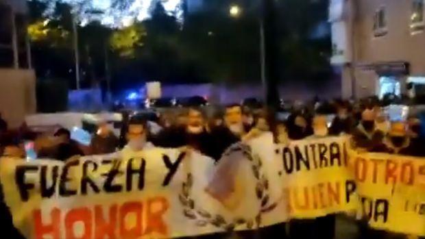 El grupo Bastión Frontal carga contra los Menas de Madrid