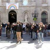 Restauradors manifestant-se contra la mesura anunciada pel govern de tancar bars i restaurants