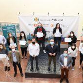 l´Alcalde de Vila-real, José Benlloc ha lliurat els diplomes als participants en Avalem.