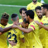 El jugador del Villarreal Paco Alcácer festeja su gol contra el Valencia