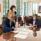 Germán Beardo durante la firma