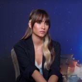 La cantante Aitana, durante su entrevista con Kinótico por 'Más allá de la luna'