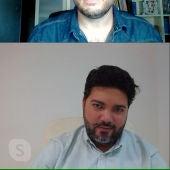 Ricardo Nandwani junto a Manuel Álvarez en un momento de la entrevista
