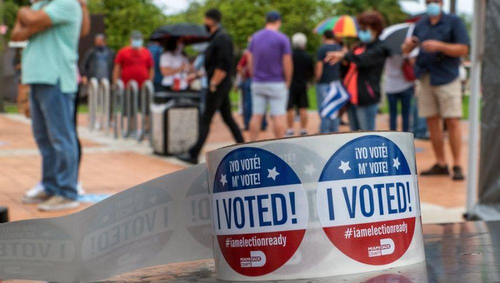 Detalle de las pegatinas que se entregan en los centros de votación en EEUU