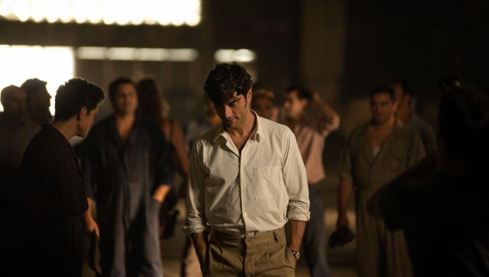 El actor Javier Rey, en una escena de la película 'El verano que vivimos'