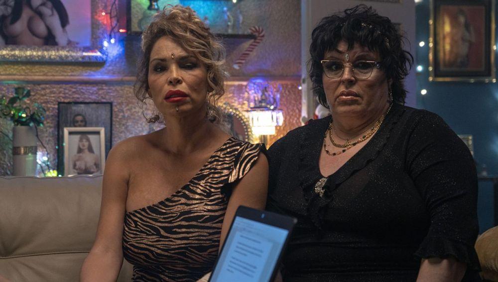 Isabel Torres y Paca La Piraña, durante una de las escenas de la serie 'Veneno'