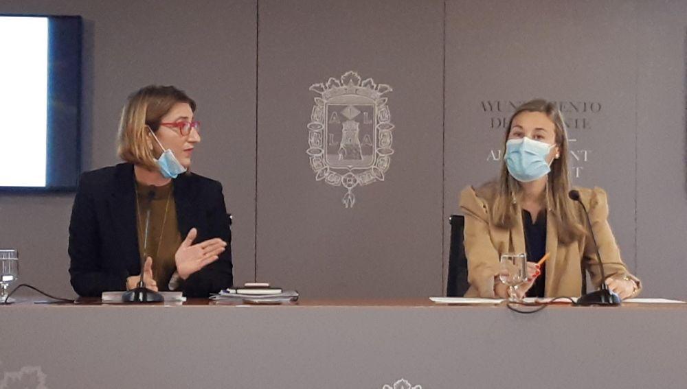 Mari Carmen de España y Lidia López, concejalas del Ayuntamiento de Alicante