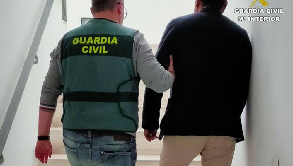 Uno de los detenidos por la Guardia Civil