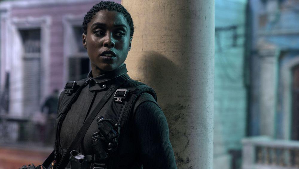 La actriz Lashana Lynch, en una imagen promocional de 'Sin tiempo para morir'
