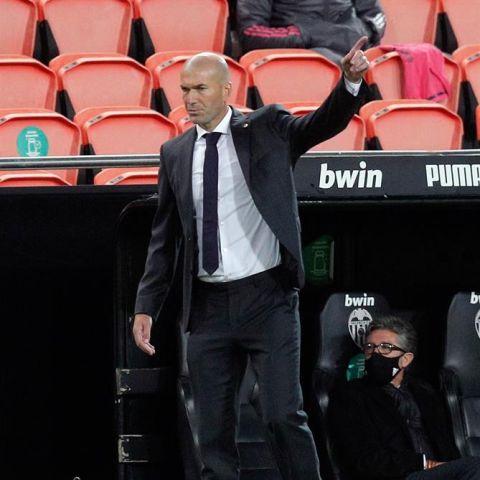 Zidane, en el partido del Real Madrid en Mestalla.