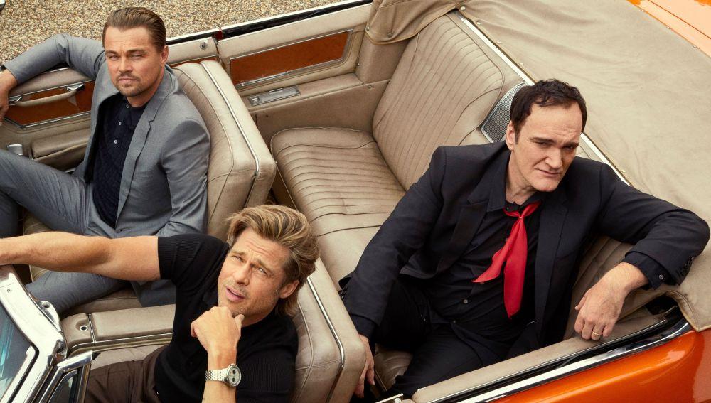 Quentin Tarantino junto a Brad Pitt y Leonardo DiCaprio, protagonistas de 'Érase una vez en... Hollywood'