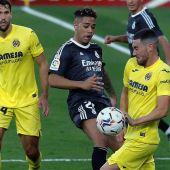El punto de penalti vuelve a condenar al Real Madrid que empata en Villarreal con goles de Mariano y Gerard