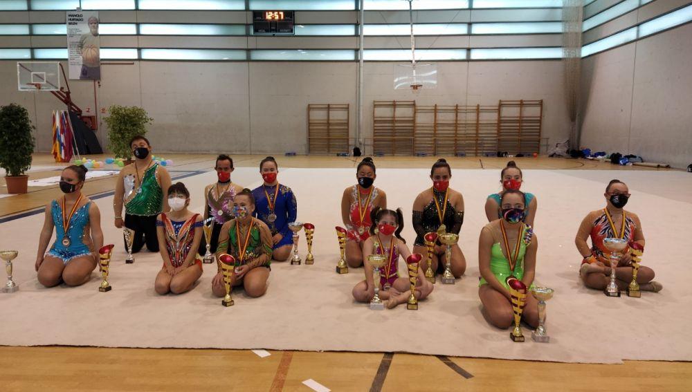 Las deportistas individuales del Club Deportivo Algar presentes en el Nacional Discapacitados Intelectuales celebrado en El Toscar de Elche.