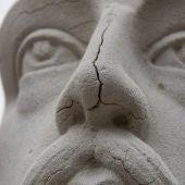 El Ayuntamiento restaura la escultura de Cervantes como mejora del patrimonio artístico de Herencia