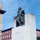 Estatua de Goya frente a La Lonja