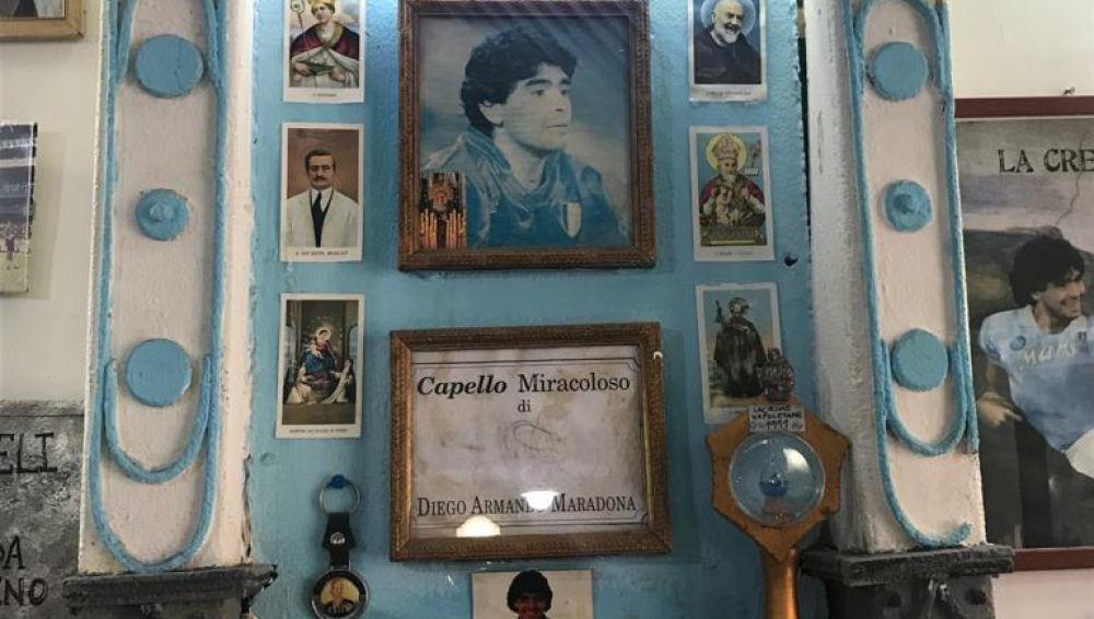 El 'altar' construido en homenaje a Maradona en Nápoles.