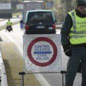 Control de la Guardia Civil a la salida de ciudades confinadas perimetralmente