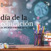El Teatro Municipal de Torrevieja acoge un acto para reconocer al alumnado y la acción educadora de asociaciones