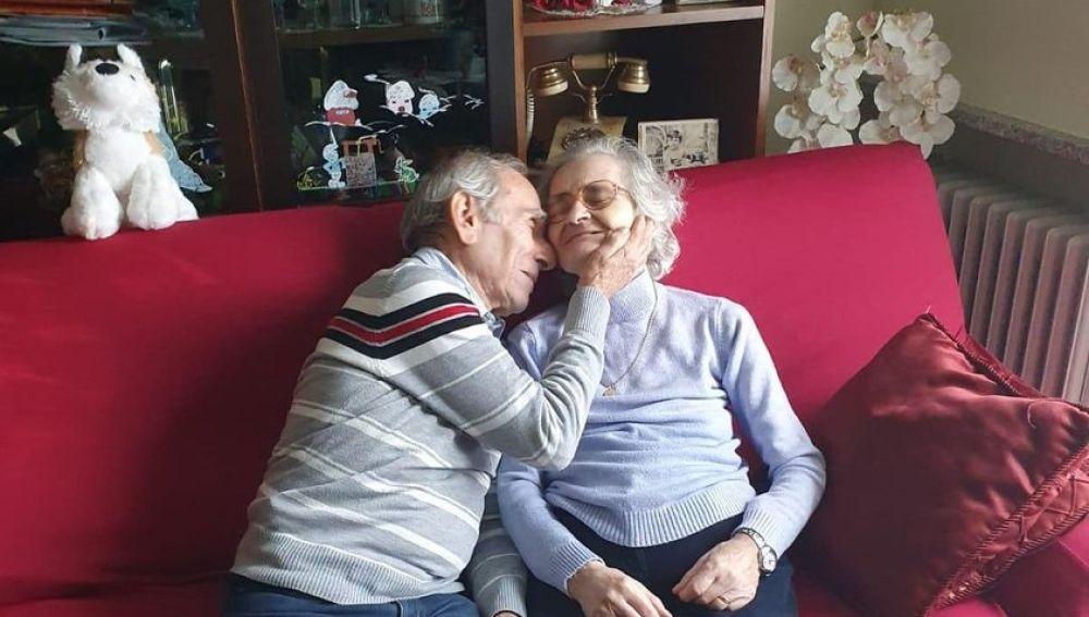 Muere la anciana a la que su marido tocaba serenatas bajo la ventana del hospital