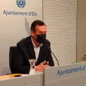 Carlos González, alcalde de Elche en una rueda de prensa.