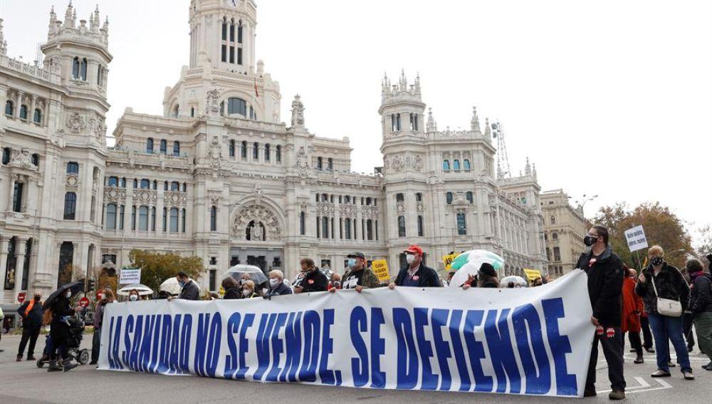 Miles de personas se manifiestan en Madrid en una 'Marea Blanca' por la defensa de la sanidad pública