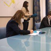 Firma del convenio entre Diputación de Alicante, la UMH y la UA.