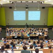 Estudiantes en una universidad