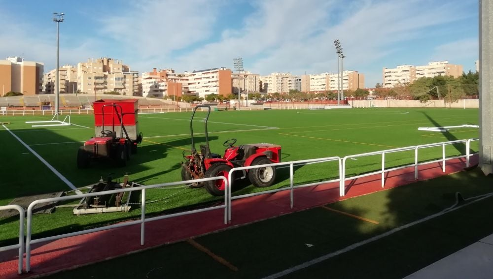 Las obras para el cambio del césped artificial del campo de Altabix están prácticamente finalizadas.