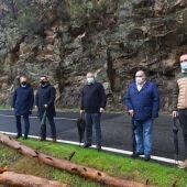 """O Psoe denuncia a """"grave perigosidade"""" da OU-0305 na que caen pedras e árbores a estrada"""
