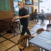 Interior de un bar con restricción de aforo