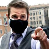 El actor Tom Cruise atiende a la prensa durante el rodaje de 'Misión Imposible 7'