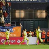 Pau celebra un gol en el Sadar