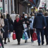 Ciudadanos británicos circulan por una calle de Londres