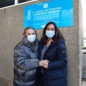 La mujer de Arsenio Iglesias junto a la alcaldesa