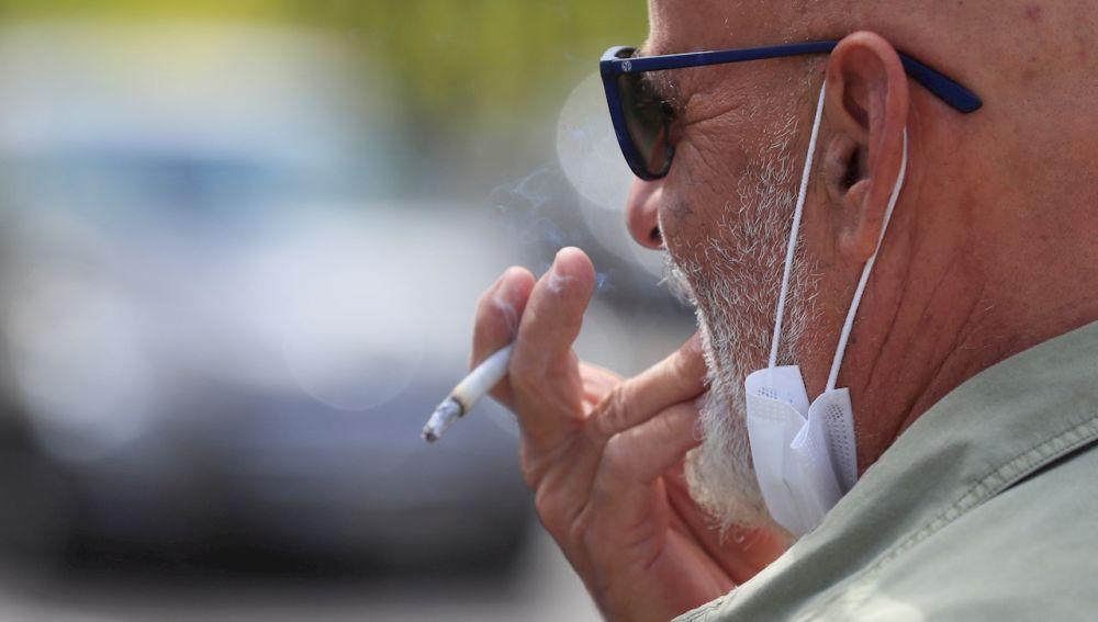 Sanidad propondrá que fumar en las terrazas esté prohibido aunque se cumpla la distancia
