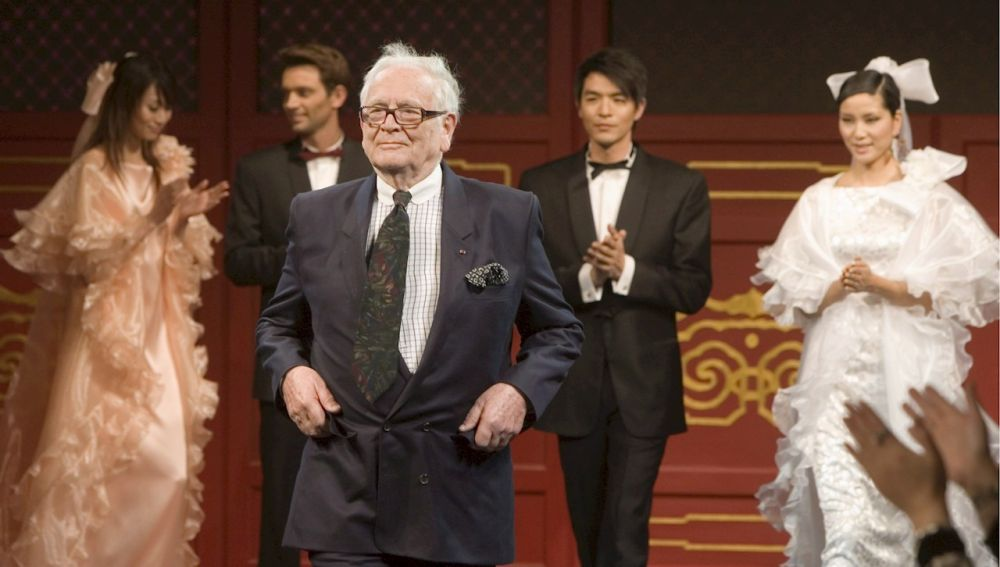 Muere a los 98 años en diseñador Pierre Cardin