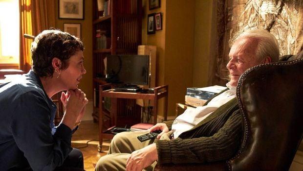 Olivia Colman y Anthony Hopkins, en una imagen promocional de la película 'El padre'