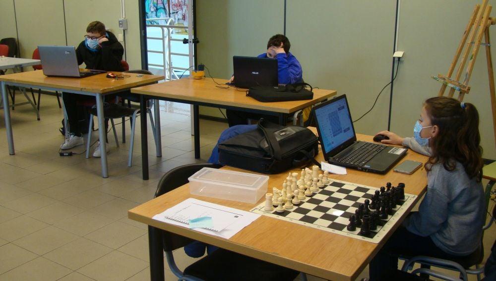 Participan en el Campeonato Mundial Online de Ajedrez en la Escuela Expo Dubai 2020-21