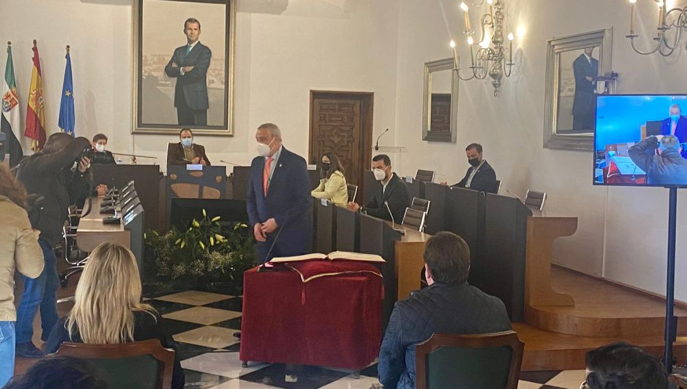 El alcalde de la localidad cacereña de Calzadilla, Carlos Carlos Rodríguez, ha sido elegido este martes nuevo presidente de la Diputación de Cáceres