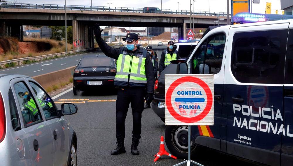 Control de Policía Nacional en el límite de Murcia capital con Molina de Segura.